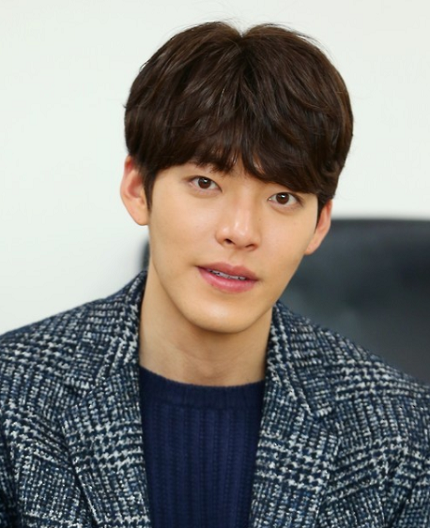 Shin Min-ah ♥ Kim Woo-bin's sitting on the floor is art