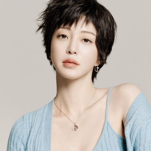 41 year old Han Ye-seul cried because she was so sick that she