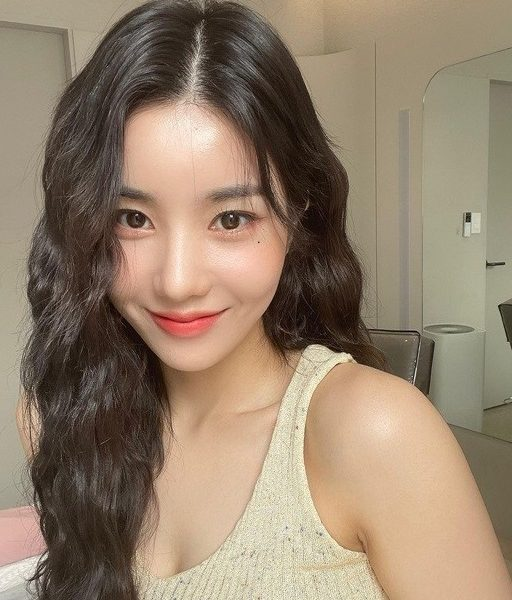 Kwon Eun-bi from IZ*ONE is pretty even with her curly hair