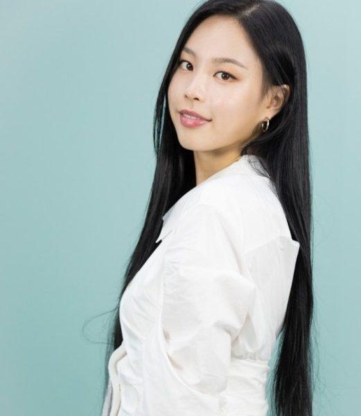 Artist Yoo-ha is back with Sweetie Singer songwriter