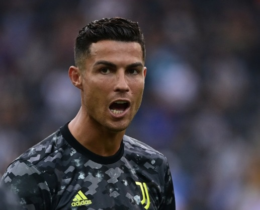 Ronaldo announced to Juventus colleagues that he would
