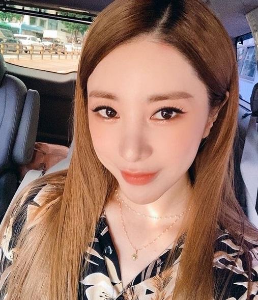 Seo Inyoung? She's gotten prettier She has grown her hair