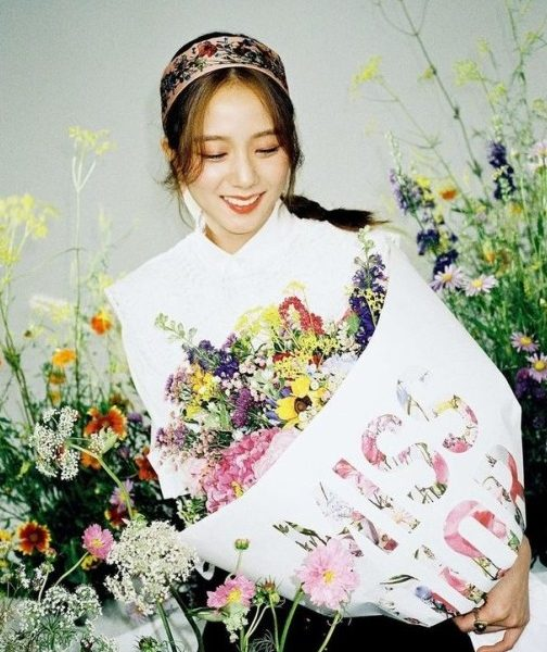 BLACKPINK Princess Ji-Soo or Fairy in a bouquet
