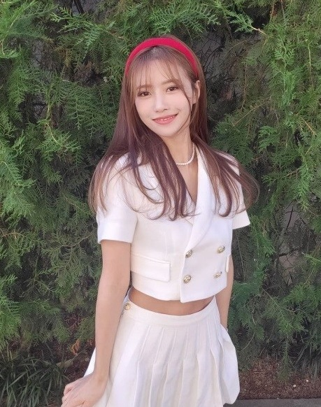 Lovelyz's Lee Mi-Joo. Today we're going to have idol visuals